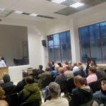 Πλατεία σύσκεψη των πρωτοβάθμιων σωματείων στο Εργατικό Κέντρο για την οργάνωση της απεργίας του Νοέμβρη.